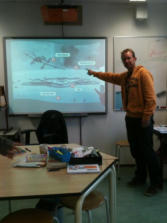Marlin Burkunk voor het smartboard