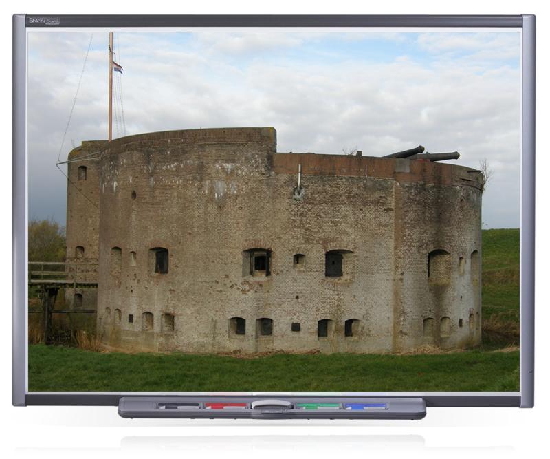 Een bekend beeld in het Hollandse landschap: een oud fort uit vervlogen tijden.